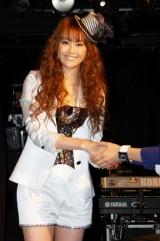 歌手デビュー20周年アルバムの発売記念ライブを行った観月ありさ、7年ぶりの握手会も開催 (C)ORICON DD inc.