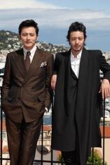 カンヌで映画『マイウェイ』の製作記者会見を行った(左から)チャン・ドンゴン、オダギリジョー (C)Kazuko Wakayama