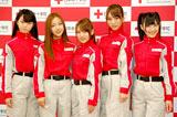 AKB48(左から峯岸みなみ、板野友美、高橋みなみ、高城亜樹、渡辺麻友) (C)ORICON DD inc.