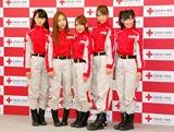 日本赤十字社『誰かのためにプロジェクト』の記者発表会に出席したAKB48(左から峯岸みなみ、板野友美、高橋みなみ、高城亜樹、渡辺麻友)