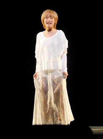 舞台『ハムレット』&『ローゼンクランツとギルデンスターンは死んだ』の初日公演前に公開舞台けいこを行った高橋愛 (C)ORICON DD inc.