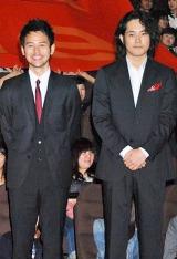 映画『マイ・バック・ページ』のプレミア試写会に出席した(左から)妻夫木聡、松山ケンイチ (C)ORICON DD inc.