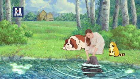ラスカルと共に洗濯を楽しむ新垣(2)(C)NIPPON ANIMATION CO.,LTD