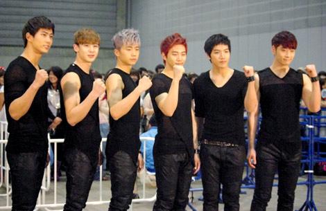2PM(左からテギョン、ニックン、ウヨン、ジュノ、ジュンス、チャンソン)(C)ORICON DD inc.