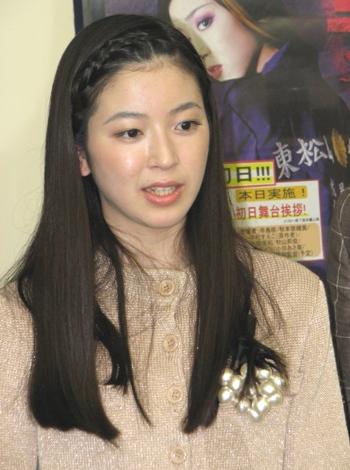 取材会で、撮影エピソードを披露した寺島。