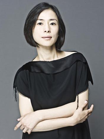 美和子の母親・相原聖子役の西田尚美