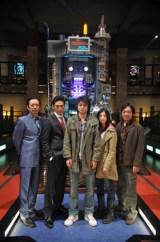 映画『カイジ2』に出演する(左から)生瀬勝久、伊勢谷友介、藤原竜也、吉高由里子、香川照之