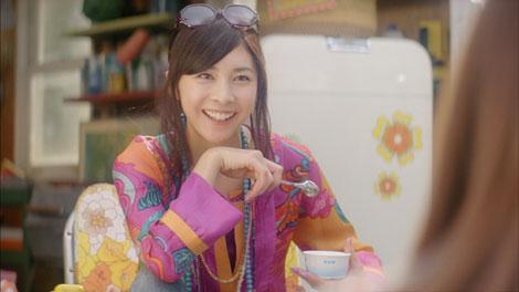 サムネイル カップアイス『MOW』の新CMに出演する竹内結子