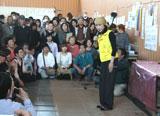 小林幸子が岩手県大槌町の避難所を訪問