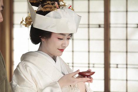 サムネイル ヒロインを務めるNHK朝の連続テレビ小説『おひさま』で人生初の白無垢姿を披露した井上真央