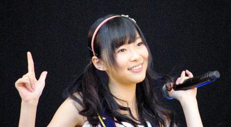 横浜スタジアムで行われたシングル「Everyday、カチューシャ」の発売記念握手会イベントで、デビュー6年目で初のドーム公演決定を発表したAKB48・指原莉乃 (C)ORICON DD inc.
