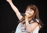 横浜スタジアムで行われたシングル「Everyday、カチューシャ」の発売記念握手会イベントで、デビュー6年目で初のドーム公演決定を発表したAKB48・大島優子 (C)ORICON DD inc.