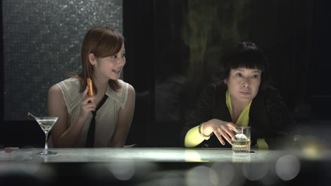 ウィルコム新CMで共演する佐々木希(左)と桃井かおり