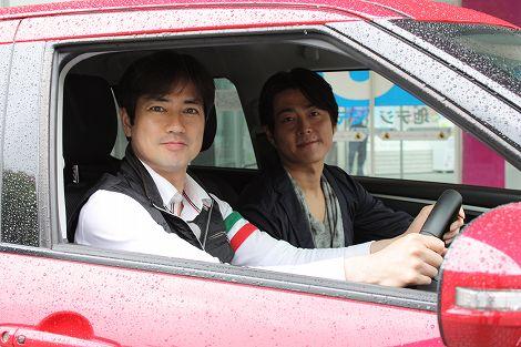 「箱根駅伝」ドライブを楽しむ羽鳥慎一(左)と宅間孝行