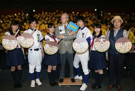 (写真左より)川口春奈、池松壮亮、前田敦子、瀬戸康史、峯岸みなみ、田中誠監督