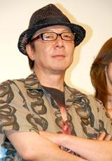 ゲキ×シネ『薔薇とサムライ』完成披露試写会前の舞台あいさつに登壇した古田新太