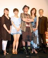 ゲキ×シネ『薔薇とサムライ』完成披露試写会前の舞台あいさつに登壇した(左から)森奈みはる、神田沙也加、古田新太、天海祐希、藤木孝