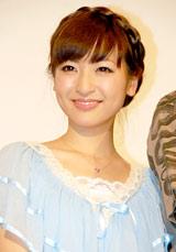 ゲキ×シネ『薔薇とサムライ』完成披露試写会前の舞台あいさつに登壇した神田沙也加