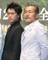 映画『小川の辺(ほとり)』の完成会見に出席した(左から)勝地涼、藤竜也