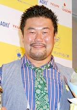 『第30回イエローリボン賞(ベストファーザー)』を受賞した佐々木健介