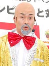 ロッテリア『ホットタンドリーチキンサンド』の発売記念イベントでMCを務めた神奈月