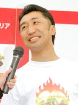 ロッテリア『ホットタンドリーチキンサンド』の発売記念イベントに参加した内藤大助