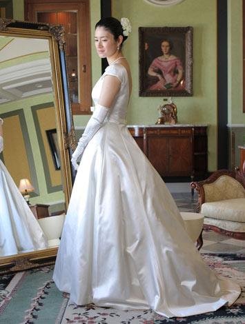 サムネイル 映画『探偵はBARにいる』でウエディングドレス姿を披露した小雪