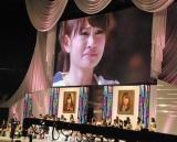 『第3回AKB48選抜総選挙』開票イベント、大島優子の話に涙がとまらない1位の前田敦子 (C)ORICON DD inc.