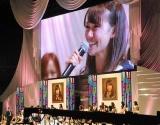 『第3回AKB48選抜総選挙』開票イベント、笑顔で1位の前田敦子に言葉を送った大島優子 (C)ORICON DD inc.