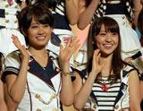 得票数10万票を超えた前田敦子(左)と大島優子 (C) ORICON DD inc.