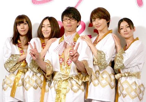 サムネイル 映画『モテキ』に出演する(左から)仲里依紗、麻生久美子、主演の森山未來、長澤まさみ、真木よう子