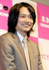 映画『うさぎドロップ』の特別試写会で舞台あいさつした松山ケンイチ