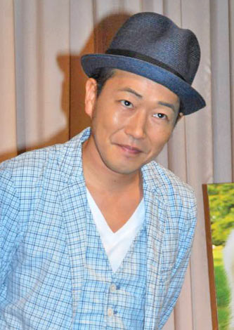 映画『犬飼さんちの犬』の完成披露試写会舞台あいさつで、主題歌を披露したSEAMO (C)ORICON DD inc.
