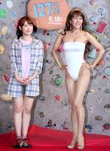 映画『127時間』のPRイベントに登場した(左から)安めぐみ、岡本夏生 (C)ORICON DD inc.
