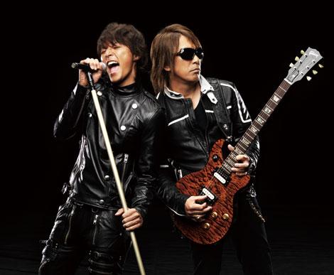 『LIVE- GYM 2011』を開催するB'z