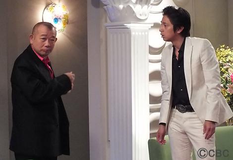 『鶴瓶のスジナシ』(CBC・TBS系)で初のホスト役に挑戦した笑福亭鶴瓶とゲスト・徳井義実(右)