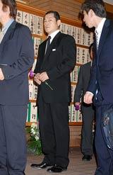 美空ひばりさんの『23回忌法要』に参列した松平健