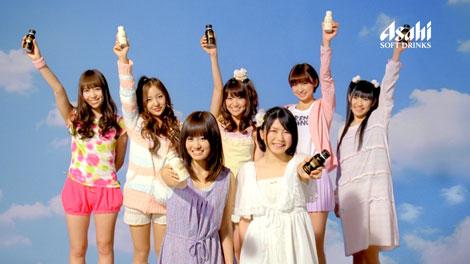 サムネイル 『ワンダ アイムフリー』の新CMに出演するAKB48(上段左から河西智美、板野友美、大島優子、篠田麻里子、渡辺麻友、下段左から前田敦子、横山由依)