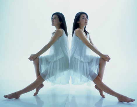 サムネイル 『からだ巡茶』の新CMに出演する広末涼子