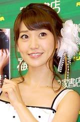 1stフォトブック『優子』の発売記念イベントを行ったAKB48・大島優子