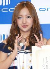 「オリコン2011年上半期ランキング」表彰式に出席した板野友美 (C)ORICON DD inc.