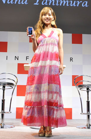 『au NEW COLLECTION 2011 SUMMER in OSAKA』に出席した谷村奈南