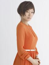 『Lips』(6月23日発売/マガジンハウス)誌面では鮮やかなオレンジのワンピース姿も披露する椎名林檎
