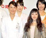 ドラマ『ブルドクター』(日本テレビ系)の制作発表会見に出席した(左から)江角マキコ、石原さとみ