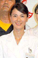 ドラマ『ブルドクター』(日本テレビ系)の制作発表会見に出席した江角マキコ