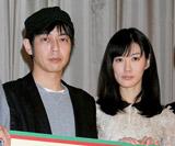 結婚を発表した(左から)スネオヘアー&ともさかりえ (C)ORICON DD inc.