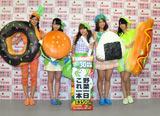 『野菜一日これ一本』(カゴメ)新キャンペーン発表会に出席したAKB48(左から)阿部マリア、峯岸みなみ、高橋みなみ、高城亜樹、前田亜美