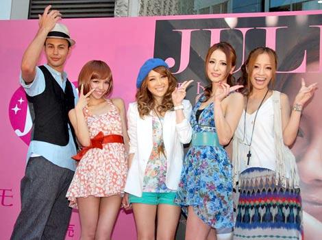 新シングル「モトカレ」発売記念イベントに出席した(左から)ユージ、Julietのユミ、マイコ、ハミ、小森純 (C)ORICON DD inc.
