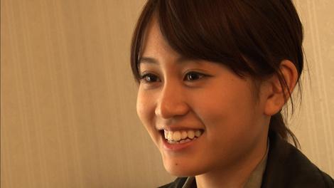 ドキュメンタリー番組『情熱大陸』がAKB48・前田敦子に初密着、密着初日にディレクターの取材に応える前田 (C)MBS