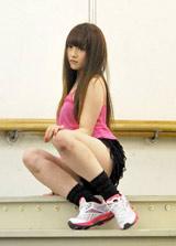 舞台『DUMP SHOW!』の公開舞台稽古を行ったAKB48・佐藤亜美菜